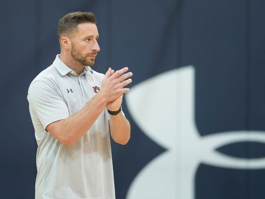 Auburn assistant coach Steven Pearl claps during the first practice of the 2017-2018 NCAA Basketball Season on Friday, Sept. 29, 2017, in Auburn, Ala.