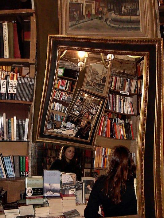 635790504768762403-Photo-Bookshop