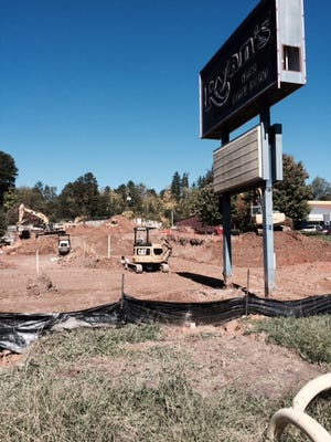 An Autobell Car Wash should open on the old Ryan's Steakhouse site early next year.