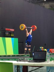American Sara Robles lifts 155 kg in clean and jerk