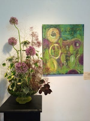 Art in Bloom features paintings alongside the flowers that inspired them.