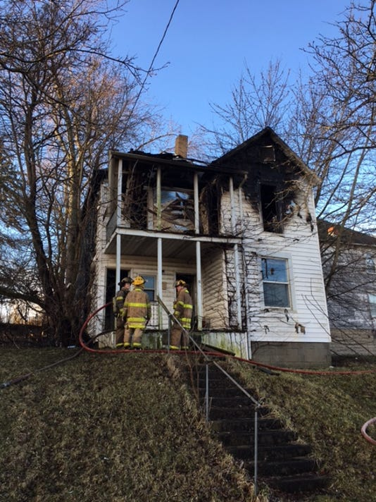 Vacant house fire-IMG-9222.JPG