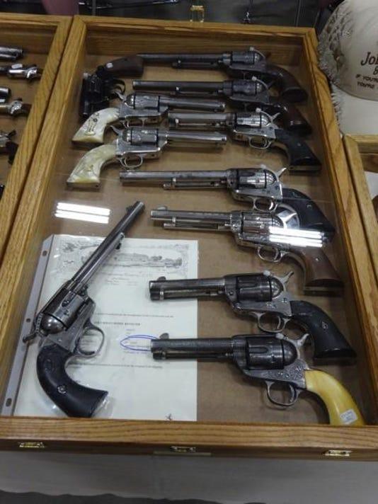 -pistols.jpg_20170307.jpg
