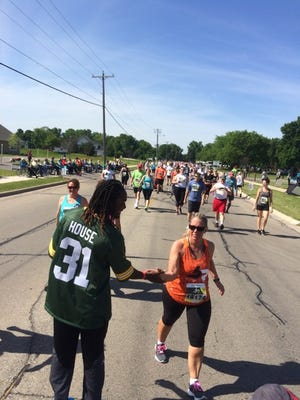 Green Bay Packers cornerback Davon House cheers on participants in Saturday's Bellin Run.