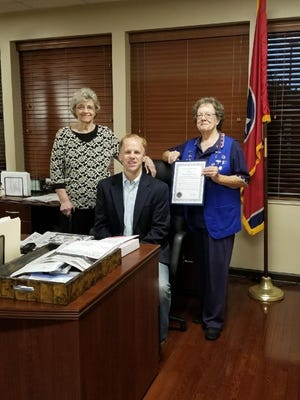 Hendersonville Mayor Jamie Clary joins Betty Applegate and Barbara Spence of the VFW Post 9851 Auxiliary encouraging citizens to leave their porch lights on to support veterans.