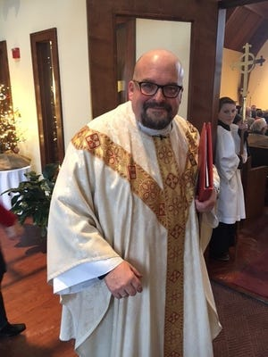 Father Scott Leannah is leaving St. Mary's Episcopal Church after 15 years.