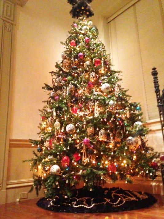 D Abbey Tree in Yuletide.jpg