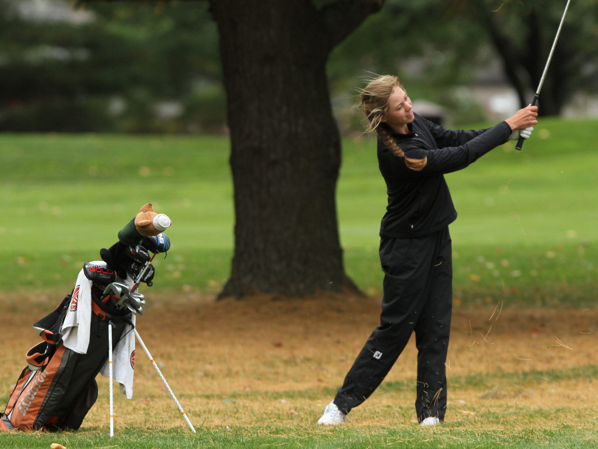 Brighton's Julia Dean became the first Bulldogs golfer to earn medalist honors at the Division 1 state golf meet on Saturday. She rallied from five strokes back on Saturday to win by a stroke. As a team, the Bulldogs finished ninth.