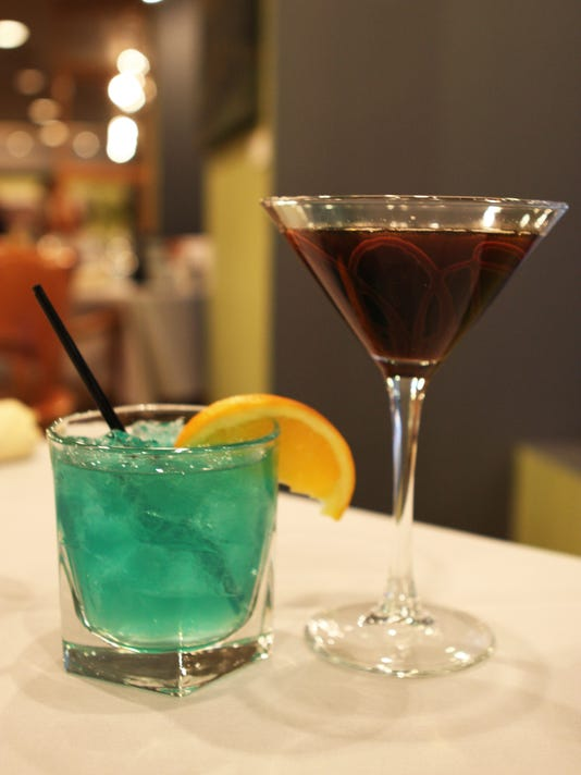 635900138142772393-flipsidepa-happy-hour-drinks.jpg