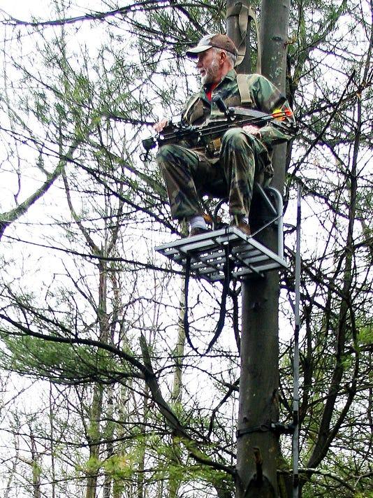 ELM 0319 TREE STAND