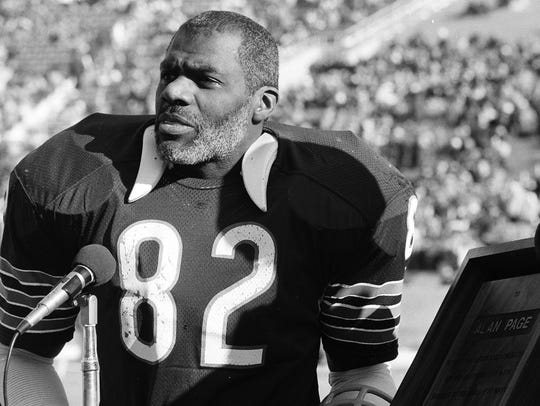 In this Dec. 21, 1981, file photo, Chicago Bears defensive