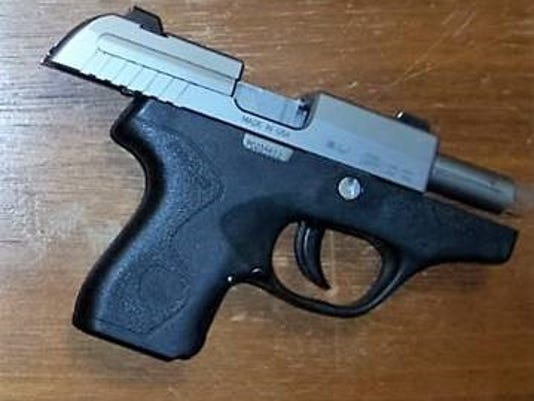 636615511360418560-Handgun-found-by-TSA.jpg