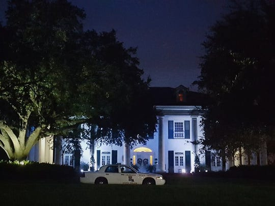 The Louisiana Governor's Mansion is lit blue after