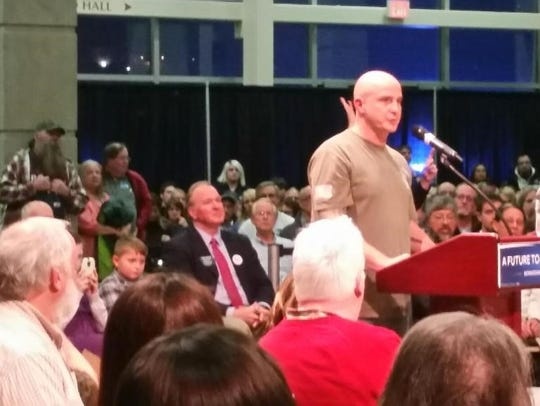 Chris Laursen of Ottumwa speaks at a Bernie Sanders