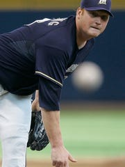 Milwaukee Brewers starting pitcher Seth McClung throws