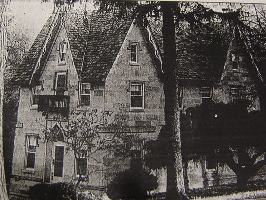 An undated photo of Eli Nichols' home at Wolf Pen Springs