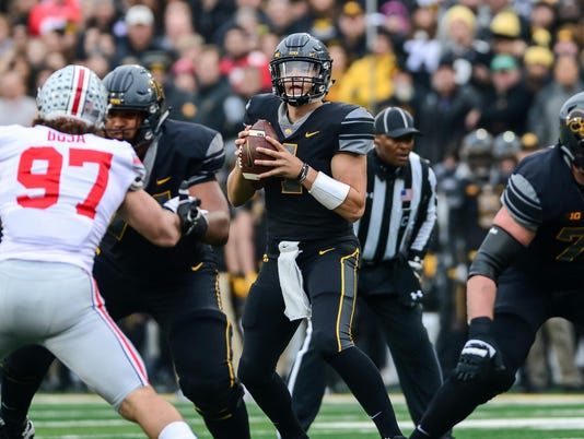 USP NCAA FOOTBALL: OHIO STATE AT IOWA S FBC FIOW FOHI USA IA