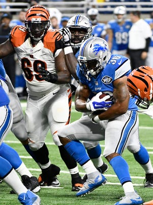 Lions running back Dwayne Washington (36) runs the ball and gets into the end zone in the fourth quarter.