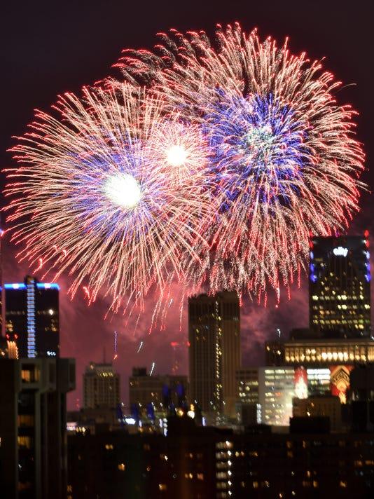 636341219945209450-2017-0626-rb-me-fireworks082.jpg