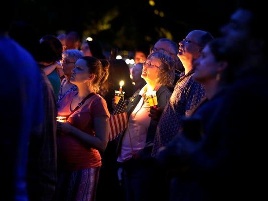 636382644012531117-APC-Candlelight-Charlottesville-vigilLEDE-rbp143.jpg