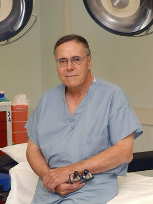 Dr. Elvin Zook, MD, helped train hundreds of plastic surgery residents and other medical students as a founding faculty member at the Southern Illinois University School of Medicine. Zook, 83, passed away Nov. 24 at his home in Springfield.