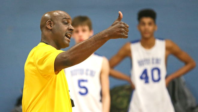 Milwaukee King basketball coach Doug Lewis works with his team during a practice this week.