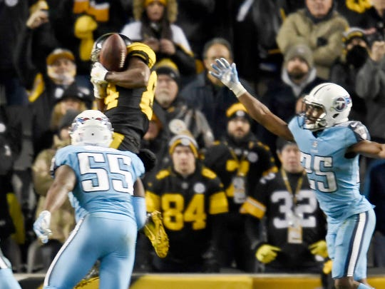 Steelers wide receiver Antonio Brown (84) pulls in a touchdown in the third quarter at Heinz Field Thursday, Nov. 16, 2017 in Pittsburgh, Pa.