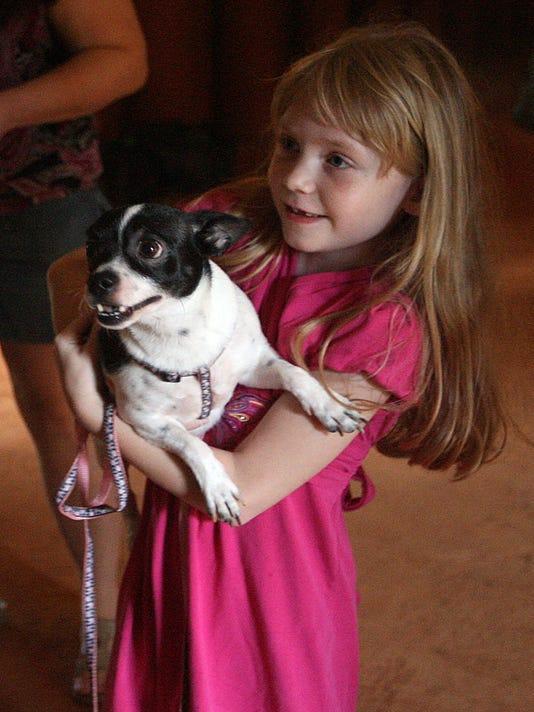 -Pet blessing 100612 gb 03.jpg_20121006.jpg