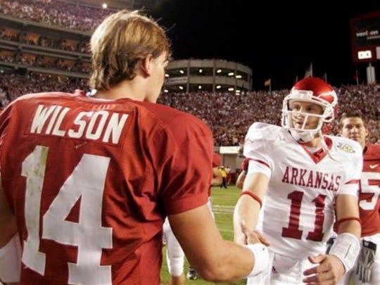 Former Arkansas QB Casey Dick and his Alabama counterpart John Parker Wilson (Photo: Associated Press/Butch Dill)