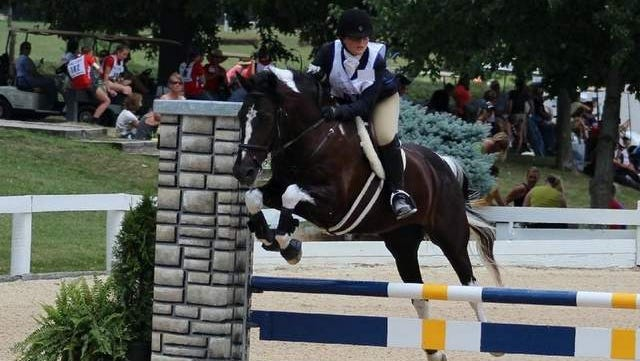 Grace Vaculik makes her show jumping round look easy