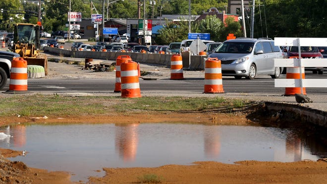Cars turn onto Memorial from Broad Steet as traffic flows through the intersection on Wednesday, August 26, 2015 the site of the bridge over Broad construcion project, which began in January of 2014.