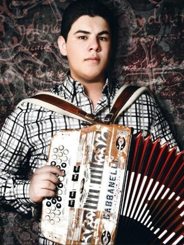 Alfredo Olivas, cantante grupero