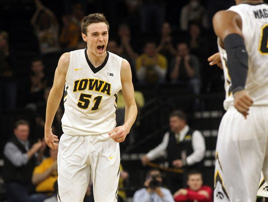 636244280612906134-IOW-0221-Iowa-vs-Indiana-mbb-13.jpg