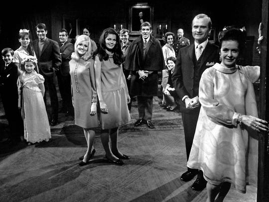 1966 Cast photo Kathryn Leigh Scott, in waitress uniform at left, Joan Bennett at right, vampire Jonathan Frid and blond Nancy Barrett with Alexandra Isles, center.