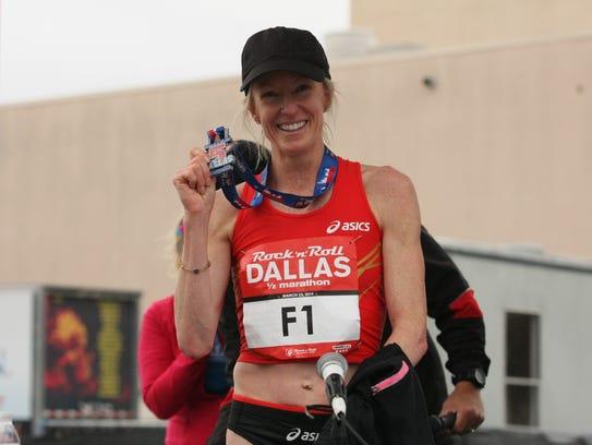 Deena Kastor wins the women's Rock 'n' Roll Dallas