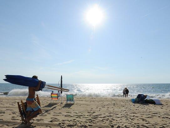 062414-beach.stand.guy-cs.2733.jpg