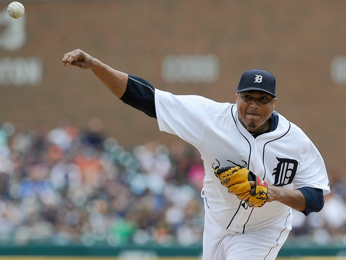 Tigers starter Alfredo Simon pitches in the top of