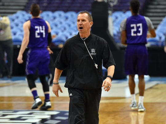 Weber State coach Randy Rahe coaches his team during a practice in St. Louis before a 2016 NCAA tournament game. Rahe, a longtime CSU assistant coach under Stew Morrill, has guided Weber State to a 247-134 record in five Big Sky Conference titles over the past 12 seasons.