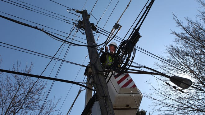 Brian Hadsell, linemen with Lantek Communications, runs fiber optic lines to customers in southeast Rochester for Greenlight Networks.