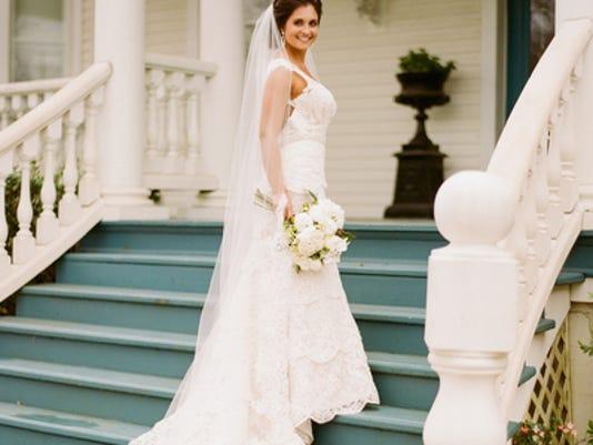 Weddings: Amélie Larroque & Nicholas Abshire