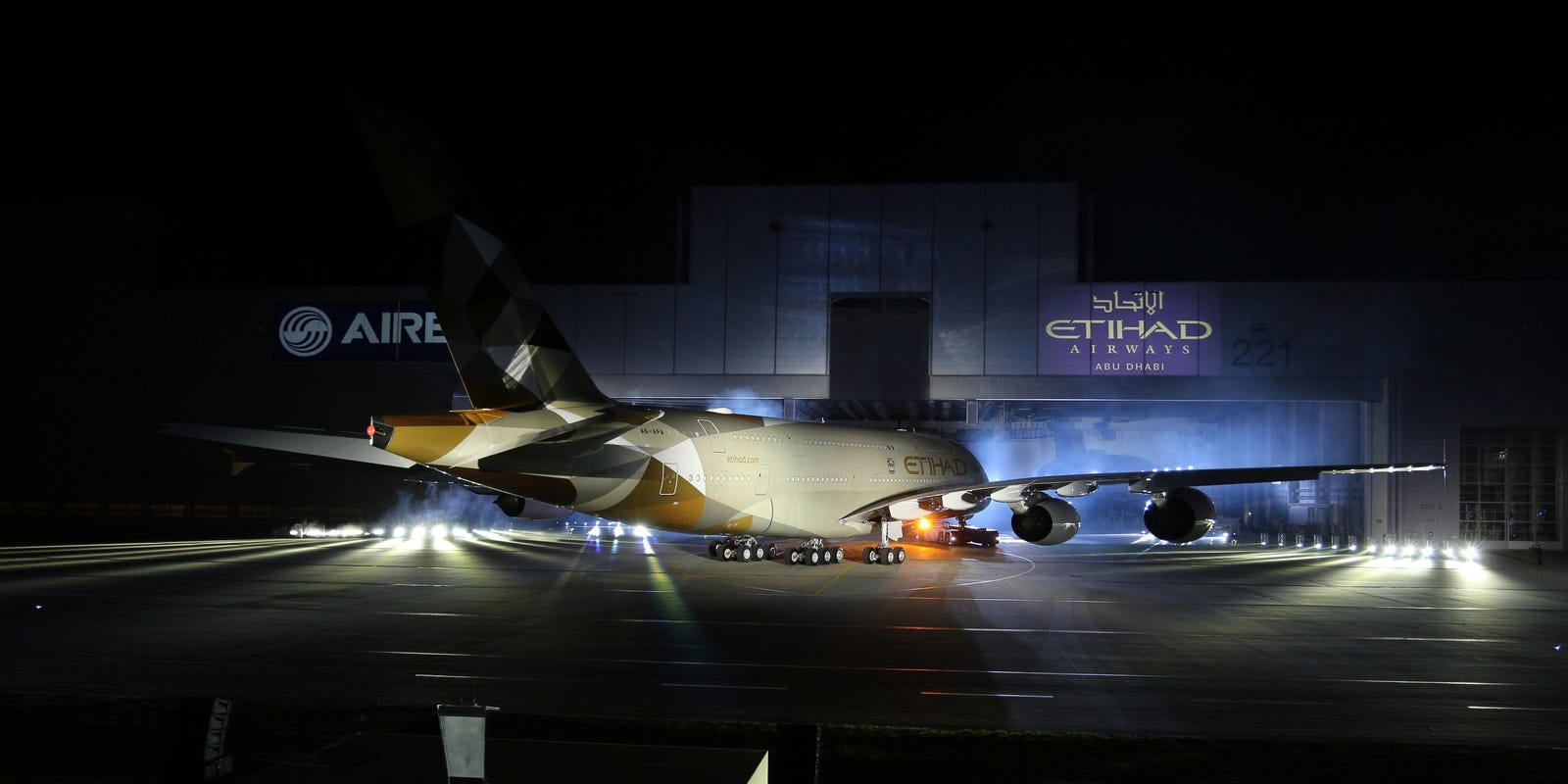 First look: Etihad shows off new paint scheme on its A380