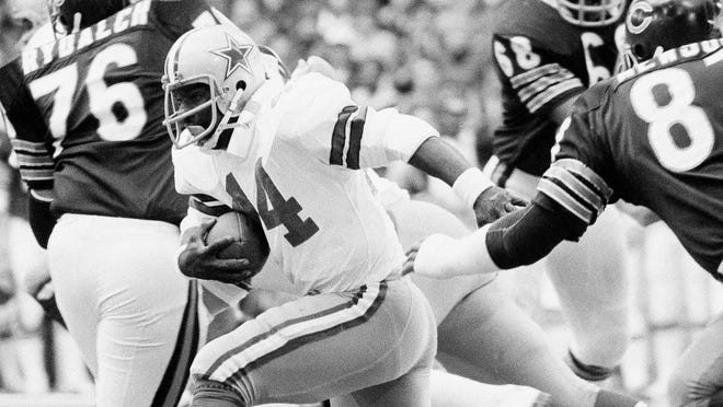 Robert Newhouse (44) Dallas Cowboys running back, runs between Chicago Bears' Ron Rydalch (76) tackle; Jim Osborne (68) and Bill Newsome end, to go for a two yard gain in the first quarter of the NFC Playoff in Irving, Tex., Sunday, Dec. 26, 1977.