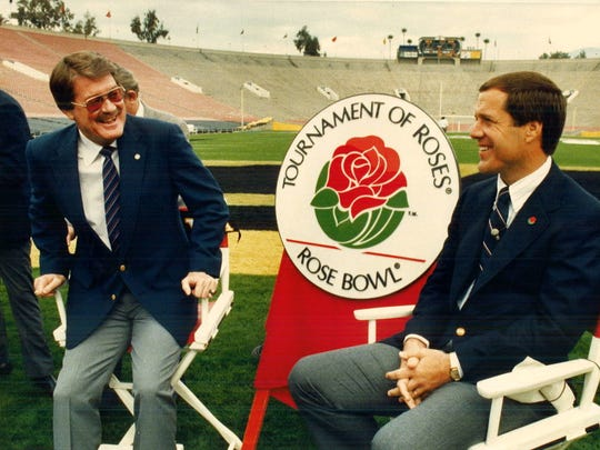 Iowa Coach Hayden Fry, left, joins UCLA Coach Terry Donahue at a press conference for the 1986 Rose Bowl.
