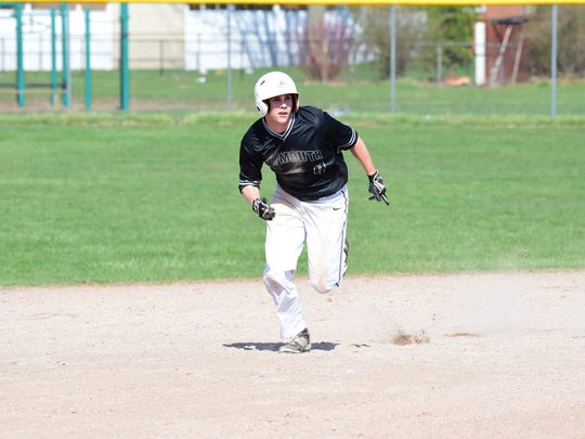 Michael Wischer takes off for third base during Wednesday's