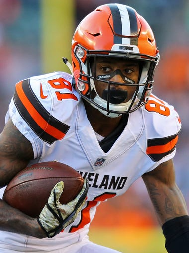 Cleveland Browns wide receiver Rashard Higgins (81) makes a catch against the Cincinnati Bengals in the second half at Paul Brown Stadium.