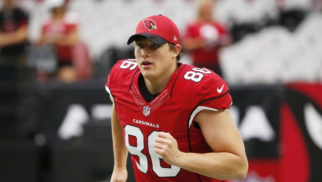 Arizona Cardinals long snapper Kameron Canaday (86) wams up before playing against the Tampa Bay Buccaneers at University of Phoenix Stadium in Glendale, Ariz. September 18, 2016.