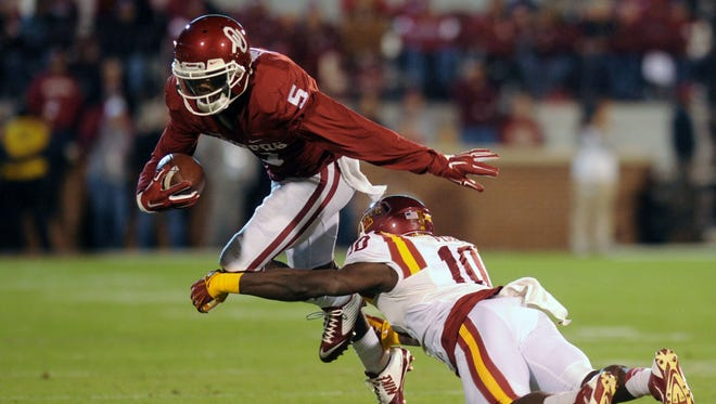 Oklahoma Sooners wide receiver Durron Neal (5) eludes a tackle attempt by Iowa State Cyclones defensive back Brian Peavy (10) during the second quarter at Gaylord Family Oklahoma Memorial Stadium.