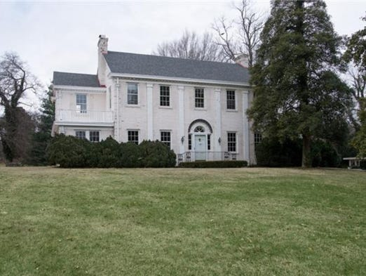 "Variety is reporting that Reese Witherspoon and husband Jim Toth have purchased this $1.95 million ""fixer upper estate"" in Oak Hill."