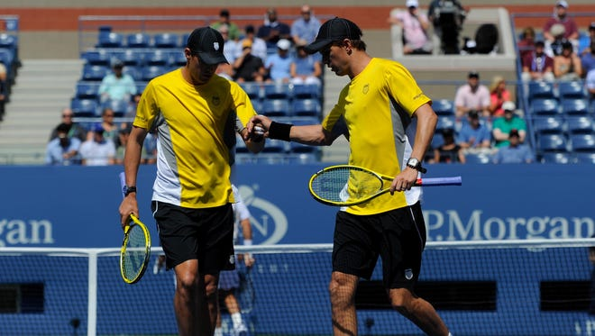 Bob Bryan, left, and Mike Bryan lost Thursday to Radek Stepanek and Leander Paes.