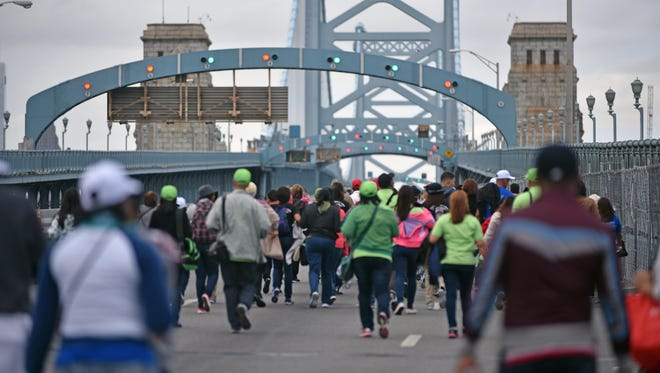Hundreds of people  walked the Ben Franklin Bridge to get to Philadelphia to see Pope Francis on Sunday.    Sept. 27, 2015.